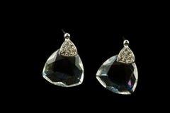 Ασημένια σκουλαρίκια με τα κρύσταλλα Στοκ Φωτογραφίες