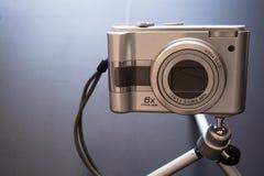 Ασημένια συμπαγής ψηφιακή κάμερα φωτογραφιών Στοκ Εικόνες