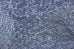 Ασημένια σύσταση μετάλλων μιας πολλαπλότητας hexagons ένα όμορφο γκρίζο χ στοκ φωτογραφία