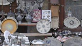 ασημένια τηγάνια δοχείων χαλκού στο κατάστημα, safranbolu, Τουρκία φιλμ μικρού μήκους
