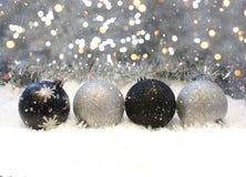 Ασημένιες και μαύρες διακοσμήσεις Χριστουγέννων Στοκ φωτογραφίες με δικαίωμα ελεύθερης χρήσης