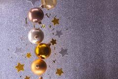 Ασημένιες και χρυσές φυσαλίδες Χριστουγέννων Στοκ φωτογραφία με δικαίωμα ελεύθερης χρήσης