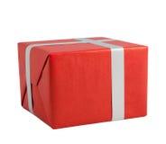 Ασημένιες χειρωνακτικές κατευθύνσεις λωρίδων πτυχών τεχνών κιβωτίων δώρων κορδελλών κόκκινες που απομονώνονται στοκ φωτογραφία