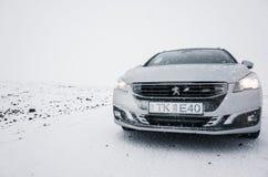 Ασημένιο γκρίζο Peugeot 508 SW Στοκ φωτογραφία με δικαίωμα ελεύθερης χρήσης