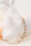 Ασημένιο και χρυσό βραχιόλι με το zircon Στοκ φωτογραφίες με δικαίωμα ελεύθερης χρήσης