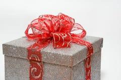 Ασημένιο κιβώτιο δώρων Στοκ εικόνα με δικαίωμα ελεύθερης χρήσης