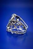 Ασημένιο μπλε περικάλυμμα δαχτυλίδι-1 καλωδίων σαπφείρου Στοκ Εικόνα