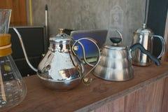 Ασημένιο δοχείο καφέ Shinny Στοκ εικόνες με δικαίωμα ελεύθερης χρήσης