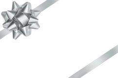 Ασημένιο τόξο και απομονωμένη κορδέλλα πορεία ψαλιδίσματος Στοκ εικόνα με δικαίωμα ελεύθερης χρήσης
