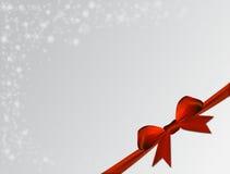 Ασημένιο υπόβαθρο Χριστουγέννων με το κόκκινο τόξο Στοκ Φωτογραφίες
