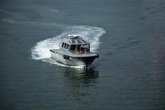 Ασημένιο motorboat ωκεάνιο υπόβαθρο ταχύτητας θερινού νερού Στοκ Εικόνες