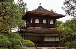 Ασημένιο Pavillion στον ιαπωνικό κήπο zen στο Κιότο Στοκ Εικόνες