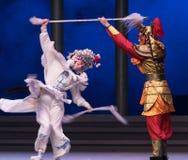 """Ασημώστε τις λόγχη-έκτες υπερχειλίσεις χρυσό λόφος-Kunqu Opera""""Madame άσπρο Snake† νερού πράξεων Στοκ Φωτογραφίες"""