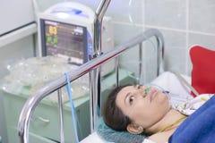 Ασθενής ελεγχόμενος στοκ εικόνα
