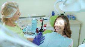 Ασθενής με το γιατρό απόθεμα βίντεο