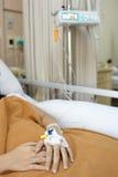 Ασθενής στο νοσοκομειακό κρεβάτι Στοκ εικόνα με δικαίωμα ελεύθερης χρήσης