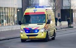 Ασθενοφόρο με τα φω'τα επάνω Στοκ φωτογραφία με δικαίωμα ελεύθερης χρήσης