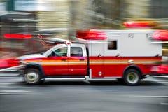 Ασθενοφόρο στην κλήση έκτακτης ανάγκης Στοκ εικόνα με δικαίωμα ελεύθερης χρήσης
