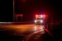 Ασθενοφόρο τη νύχτα Στοκ Φωτογραφία