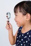 Ασιάτης λίγη κινεζική ενίσχυση εκμετάλλευσης κοριτσιών - γυαλί Στοκ εικόνα με δικαίωμα ελεύθερης χρήσης