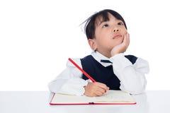 Ασιάτης λίγη κινεζική εργασία γραψίματος κοριτσιών στοκ εικόνες