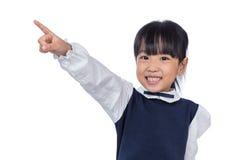Ασιάτης λίγο κινεζικό κορίτσι που δείχνει με το δάχτυλο Στοκ Εικόνες