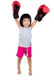 Ασιάτης λίγο κινεζικό κορίτσι που φορά το εγκιβωτίζοντας γάντι Στοκ φωτογραφία με δικαίωμα ελεύθερης χρήσης