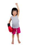 Ασιάτης λίγο κινεζικό κορίτσι που φορά το εγκιβωτίζοντας γάντι Στοκ Εικόνες