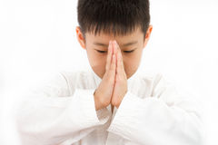 Ασιάτης λίγο Karate αγόρι στο άσπρο κιμονό Στοκ φωτογραφία με δικαίωμα ελεύθερης χρήσης