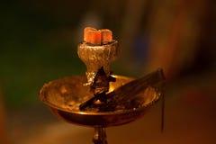 Ασιάτης, Αραβία hookah με τον ξυλάνθρακα Στοκ Φωτογραφία