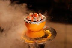 Ασιάτης, Αραβία hookah με τον ξυλάνθρακα Στοκ φωτογραφία με δικαίωμα ελεύθερης χρήσης