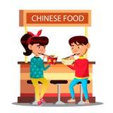 Ασιατικά αγόρι και κορίτσι παιδιών που τρώνε με Chopsticks που κάθονται στο διάνυσμα καφέδων απομονωμένη ωθώντας s κουμπιών γυναί διανυσματική απεικόνιση