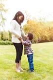 ασιατικά αυτή έγκυος γι&omic στοκ εικόνα με δικαίωμα ελεύθερης χρήσης