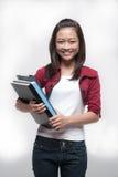 ασιατικά βιβλία που κρατούν το σπουδαστή Στοκ εικόνες με δικαίωμα ελεύθερης χρήσης