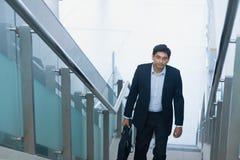 Ασιατικά ινδικά ανερχόμενος βήματα επιχειρηματιών στοκ φωτογραφία με δικαίωμα ελεύθερης χρήσης
