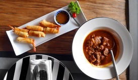 Ασιατικά πιάτα τροφίμων στοκ φωτογραφία