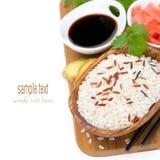 Ασιατικά συστατικά τροφίμων (ρύζι, πιπερόριζα, σάλτσα σόγιας) Στοκ φωτογραφία με δικαίωμα ελεύθερης χρήσης