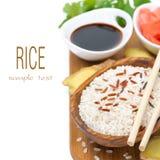 Ασιατικά συστατικά τροφίμων (ρύζι, φρέσκια, παστωμένη πιπερόριζα, σάλτσα σόγιας) Στοκ Φωτογραφία