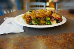 Ασιατικά τρόφιμα στο κέντρο τροφίμων Στοκ φωτογραφία με δικαίωμα ελεύθερης χρήσης