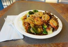 Ασιατικά τρόφιμα στο κέντρο τροφίμων Στοκ Φωτογραφίες
