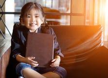 Ασιατικές επιλογές λαβής χεριών κοριτσιών lether Στοκ Εικόνες