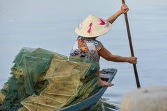 Ασιατική αλιεύοντας γυναίκα Στοκ Εικόνες