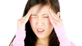 Ασιατική γυναίκα με τον πολύ ισχυρό πονοκέφαλο φιλμ μικρού μήκους