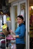 Ασιατική γυναίκα μικρών επιχειρήσεων, ιδιοκτήτης μαγαζιό Στοκ φωτογραφία με δικαίωμα ελεύθερης χρήσης