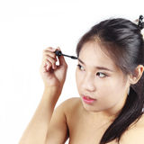 Ασιατική γυναίκα που κατσαρώνει το μάτι της Στοκ Εικόνες