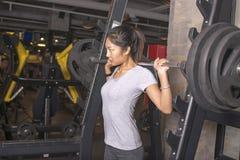 Ασιατική γυναίκα στη γυμναστική Στοκ εικόνες με δικαίωμα ελεύθερης χρήσης
