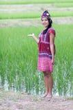 Ασιατική γυναίκα στο παραδοσιακό κοστούμι για τη Karen στοκ φωτογραφία