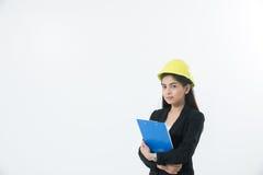 Ασιατική εφαρμοσμένη μηχανική γυναικών που επιθεωρεί και που λειτουργεί και που κρατά μπλε στοκ φωτογραφίες με δικαίωμα ελεύθερης χρήσης