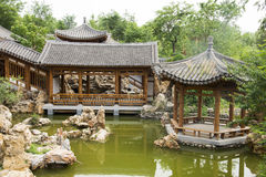 Ασιατική Κίνα, παλαιά κτήρια, περίπτερα, πεζούλια και ανοικτές αίθουσες στοκ εικόνες με δικαίωμα ελεύθερης χρήσης