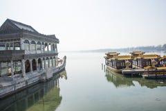 Ασιατική Κίνα, Πεκίνο, το θερινό παλάτι, κυνόδοντας Shi στοκ εικόνες